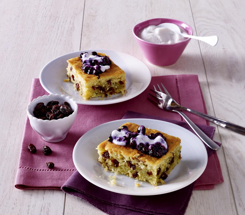 California Raisins Kokos-Lemon-Cake mit Blaubeer-Topping
