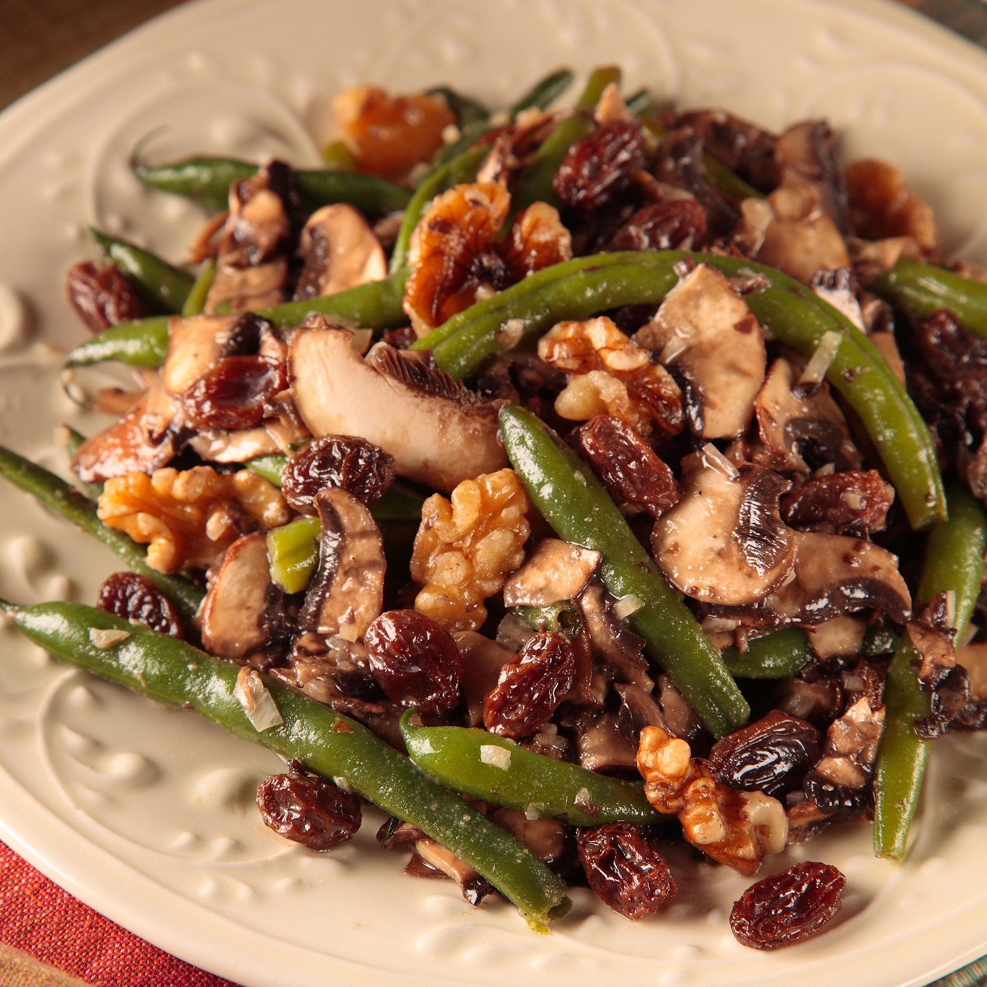 California Raisins herbstlich leichte Kost: Low-Fat-Salate mit Biss